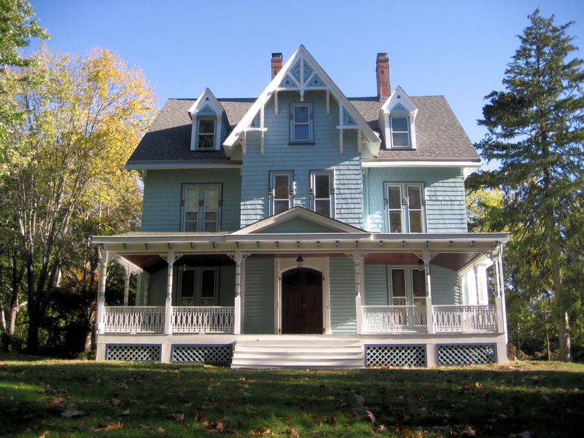 Welcome to craig yvonne 39 s victorian home for Historic house colors exterior