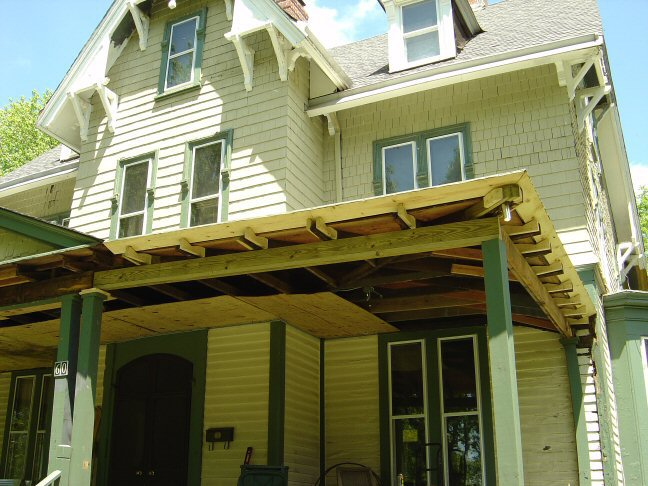 Welcome to craig yvonne 39 s victorian home for Open beam front porch